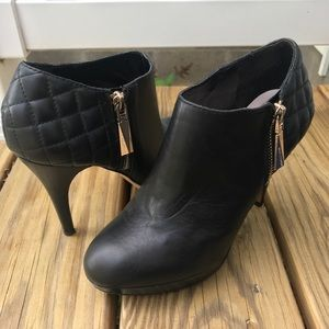 Vince Camuto Quilted Ankle Boot Black Sz 6 1/2 M